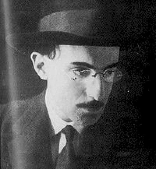 Resumo Aniversário - Álvaro de Campos